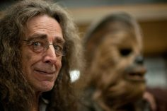 E' morto Peter Mayhew, l'uomo dietro la maschera di Chewbacca