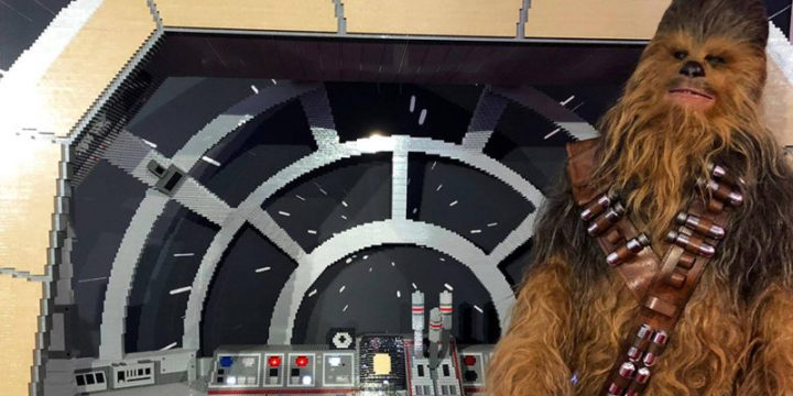 La Cabina di pilotaggio del Falcon in realsize di Lego