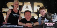 Warwick Davis ricorda ai fan che Star Wars è nato per intrattenere